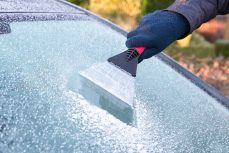 What is the right way to quickly de-ice your windscreen?